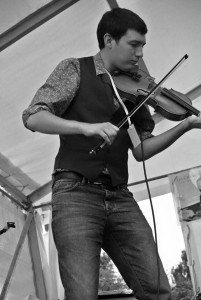 toby shaer plays fiddle